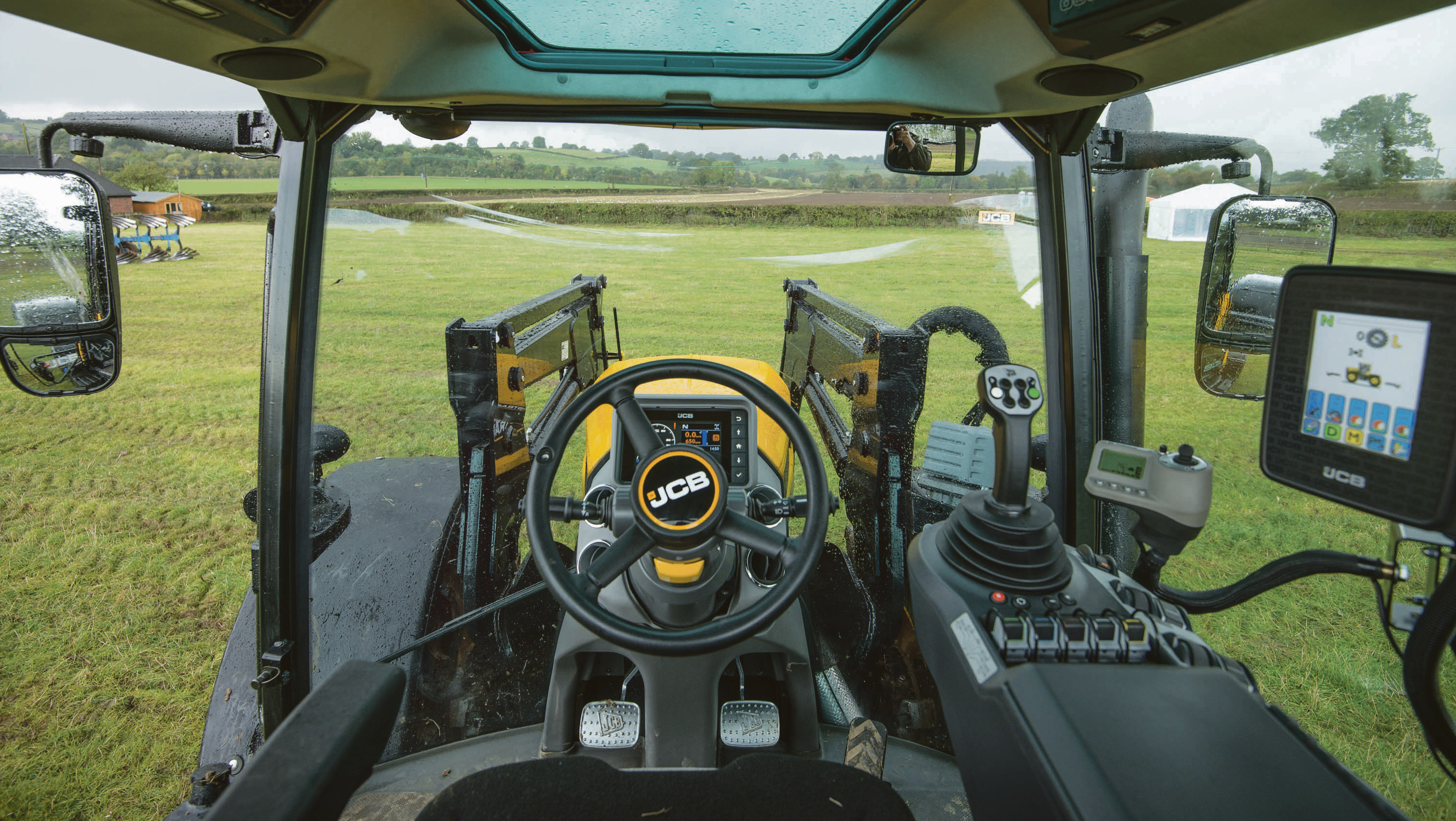 On Test Jcb Goes Back To Go Forwards With New Fastrac