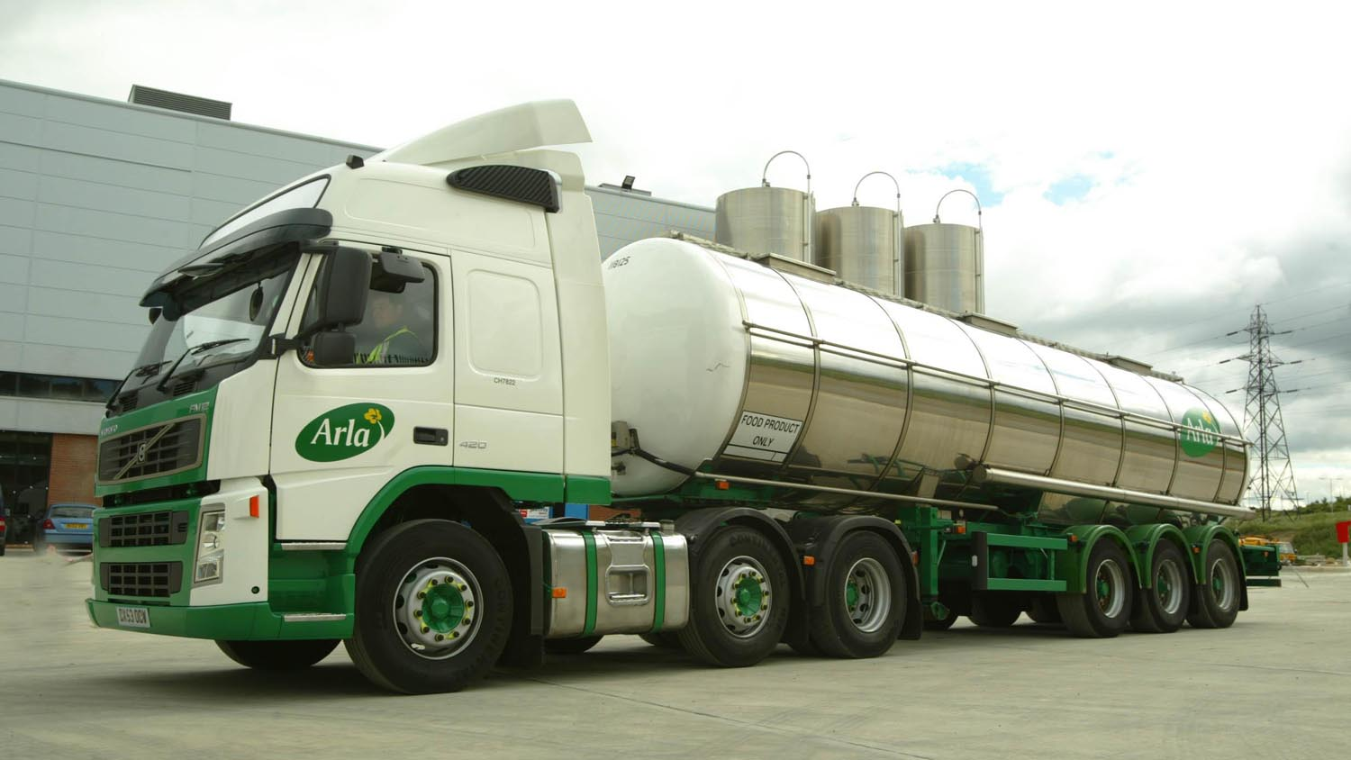 Arla slashes 3.25ppl from March direct supply cheques