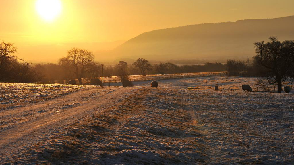 Temperature warmer than average but cold spell expected across the UK