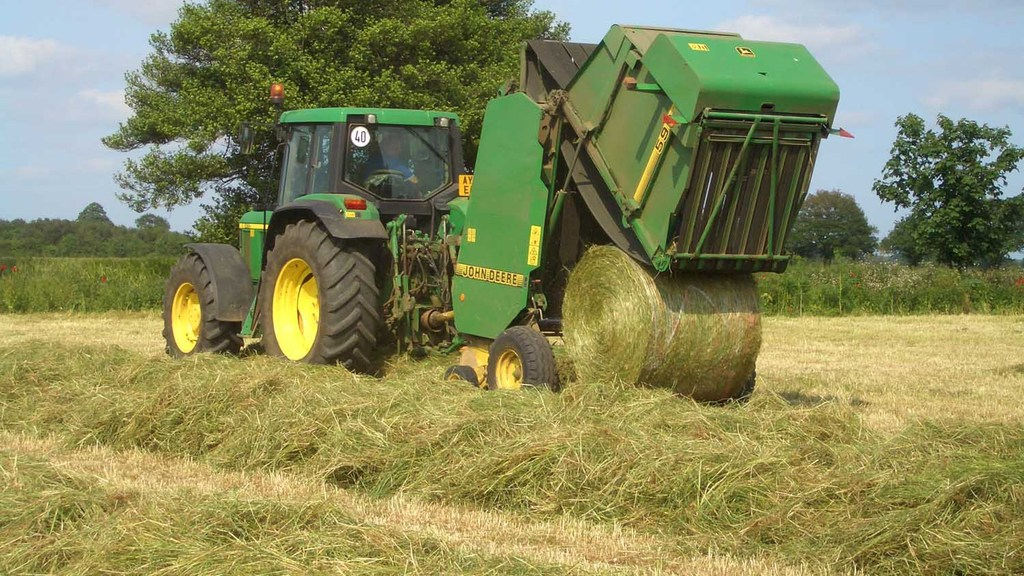 Top tips for maintaining farm machinery during hay and silage season