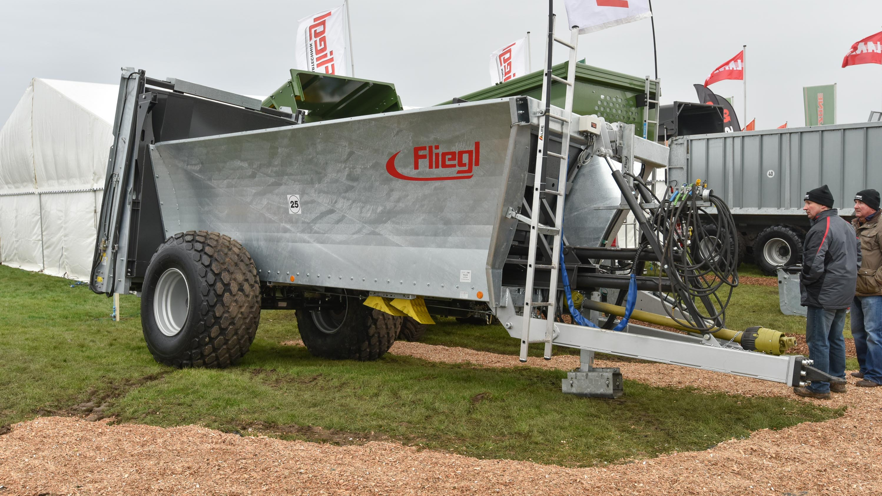 Fliegl muck spreader