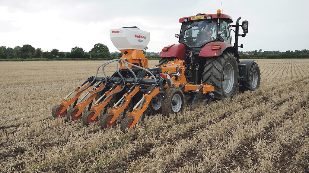 Seeding and soil restructuring in one pass