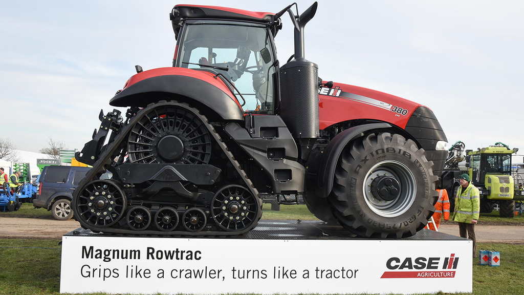 LAMMA 2015: Tractors and loaders