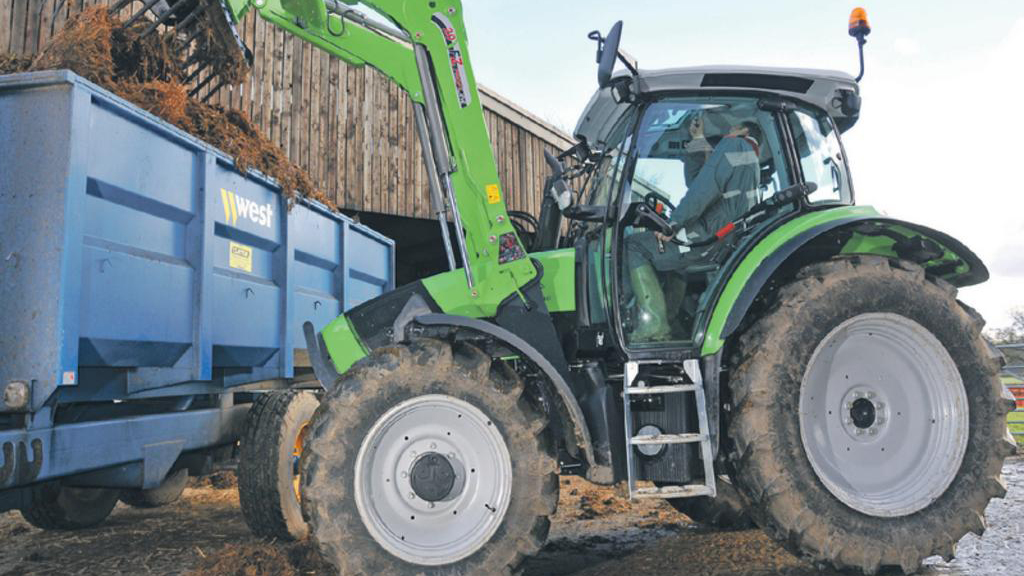On test: Deutz Agrotron K 430 tractor / Stoll ProfiLine FZ20
