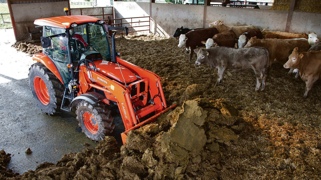 Good manoeuvrability of the M7060 was highlighted in and around the cattle sheds.