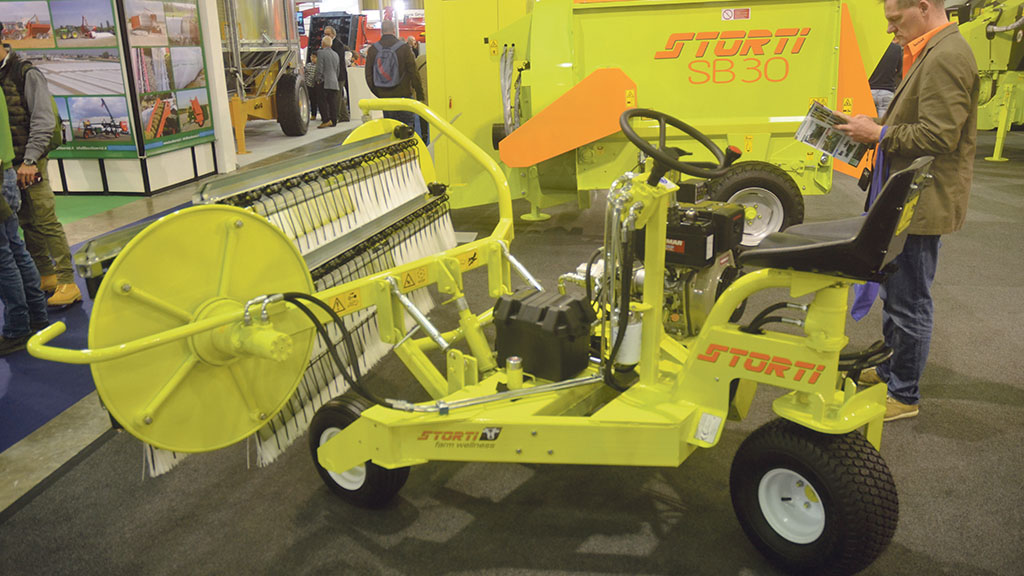 Storti ride-on silage pusher