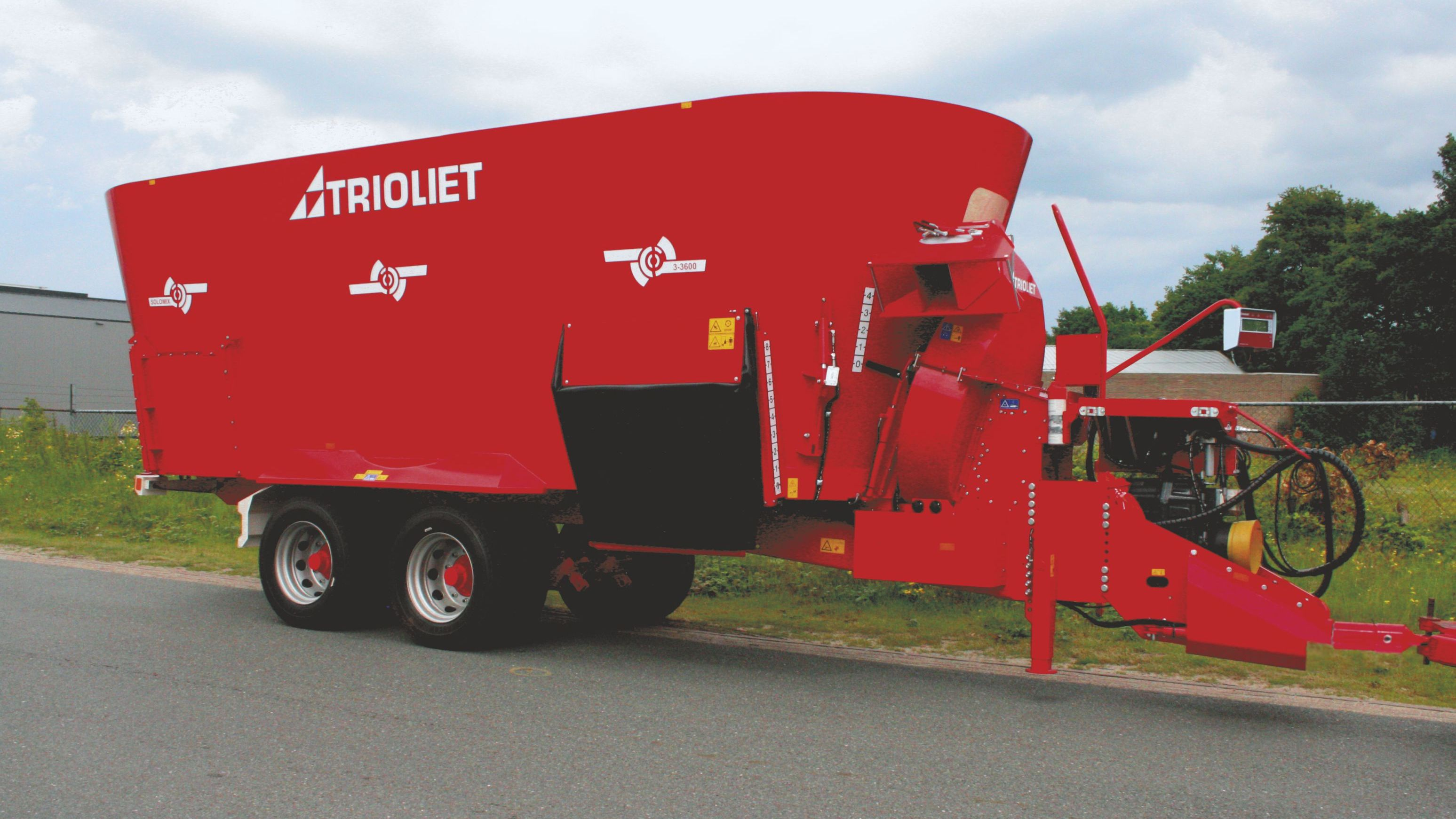 Large capacity diet feeder and straw blower combination launched