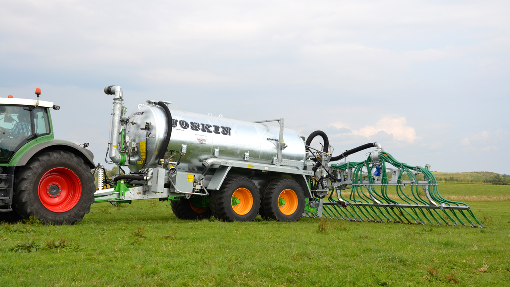 Muck and slurry: Joskin gets accurate with section control for slurry tankers