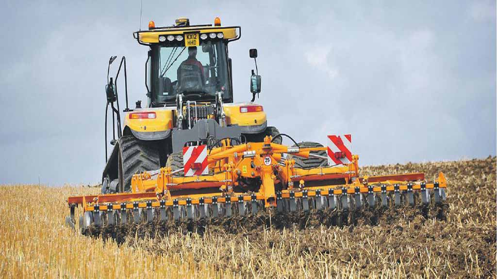 Tracked tractor test: Challenger MT865C