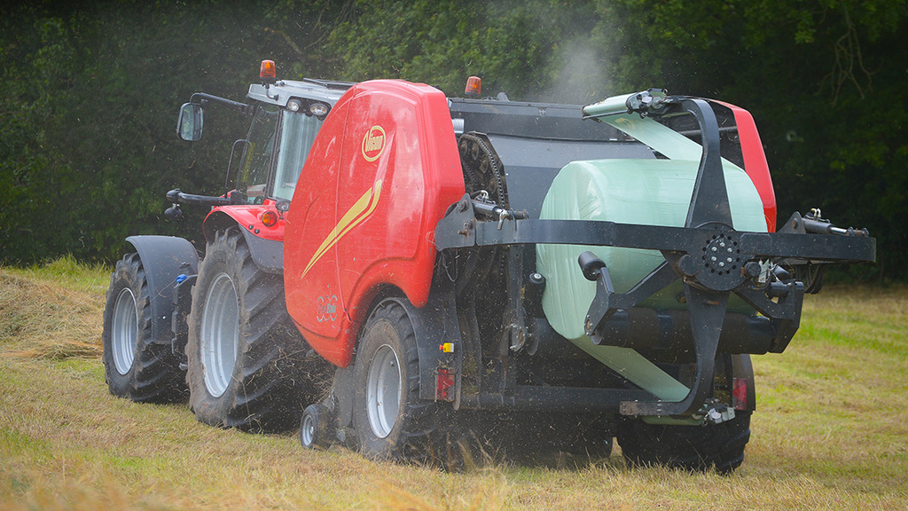 VIDEO: All go for non-stop baling as Vicon tests FastBale in UK