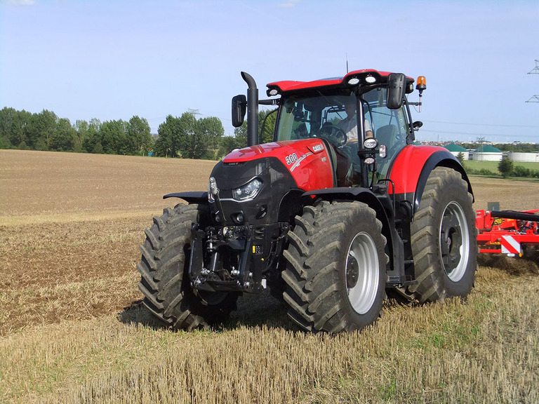 New Case Tractors : Case ih targets deere and fendt with new optum tractor