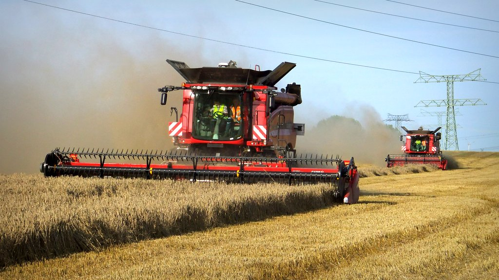 Farmers praised for bumper UK harvest