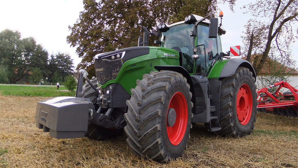 Fendt to take on track layers with 1000-series tractor