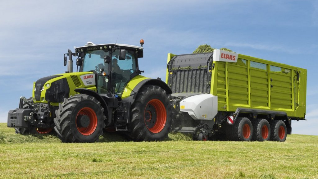 Claas appeals to contractors with new Axion 870 tractor model