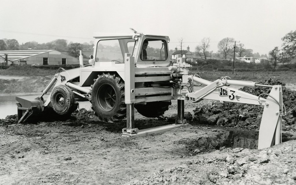 The JCB 3C backhoe loader has became acknowledged as a design classic.