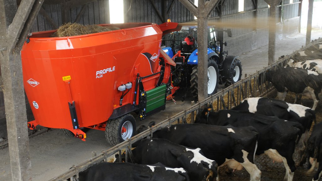 Kuhn launches dual-purpose mixer wagon
