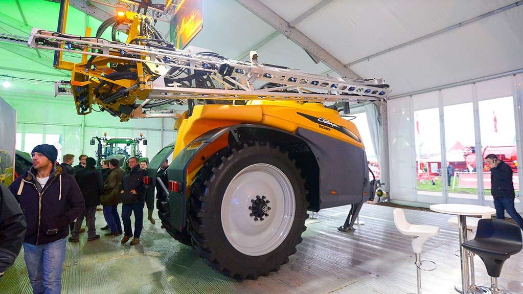 Challenger Rogator 300 trailed sprayer