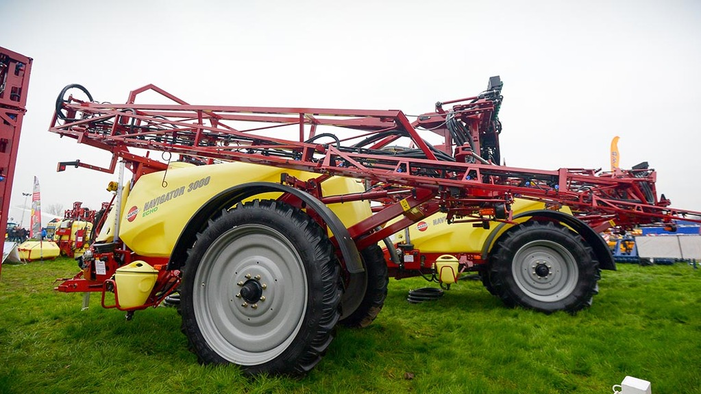 Hardi Navigator Echo trailed sprayer