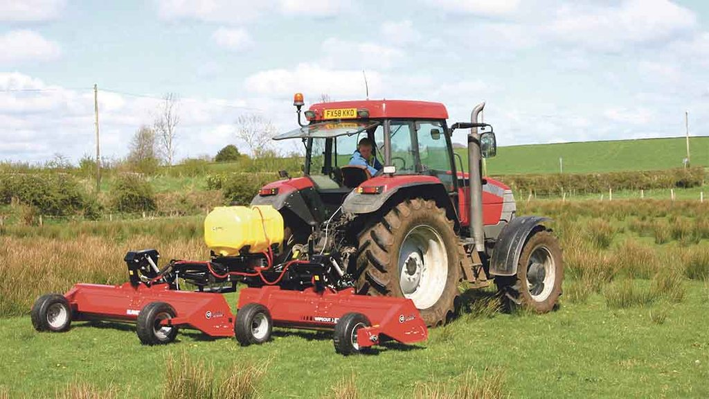 Spreaders and sprayers 2016: Weeds tackled in a wipe