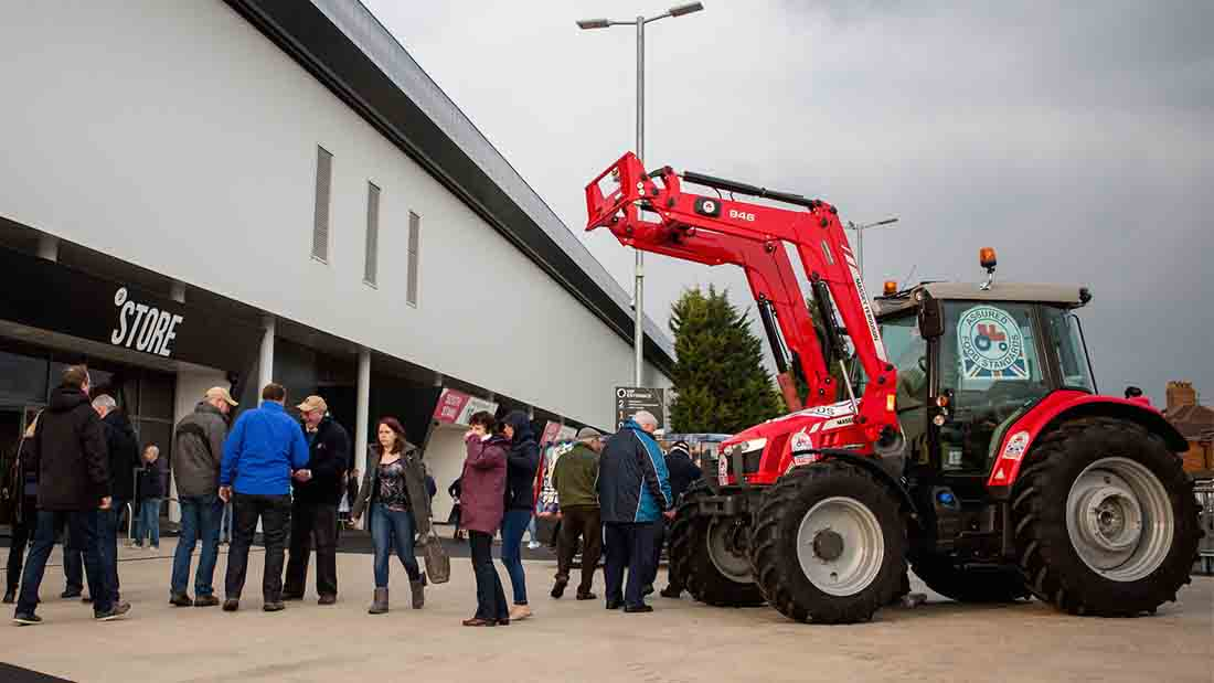 Farmers take Red Tractor message to the rugby pitch