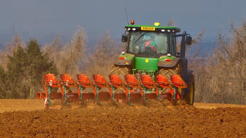 Kverneland extends plough range with new semi-mounted model