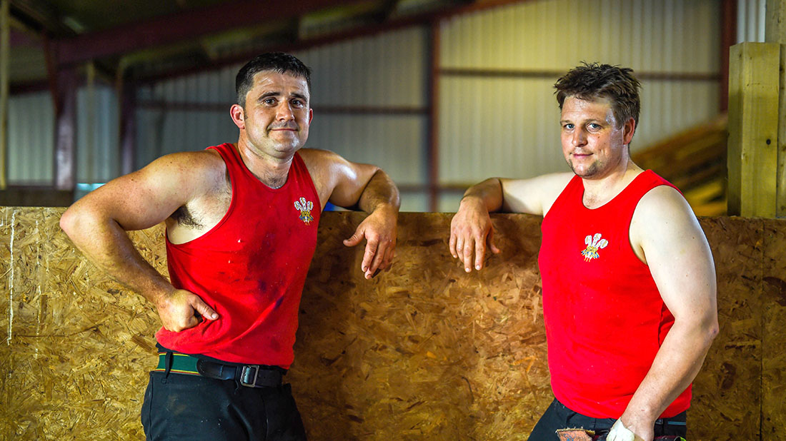 Gareth Daniel and Ian Jones ahead of shearing record