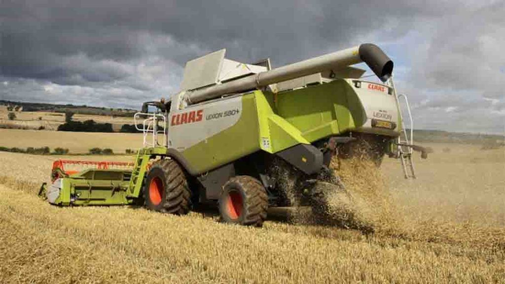 First wheat harvest underway under cloudy skies in South Dorset