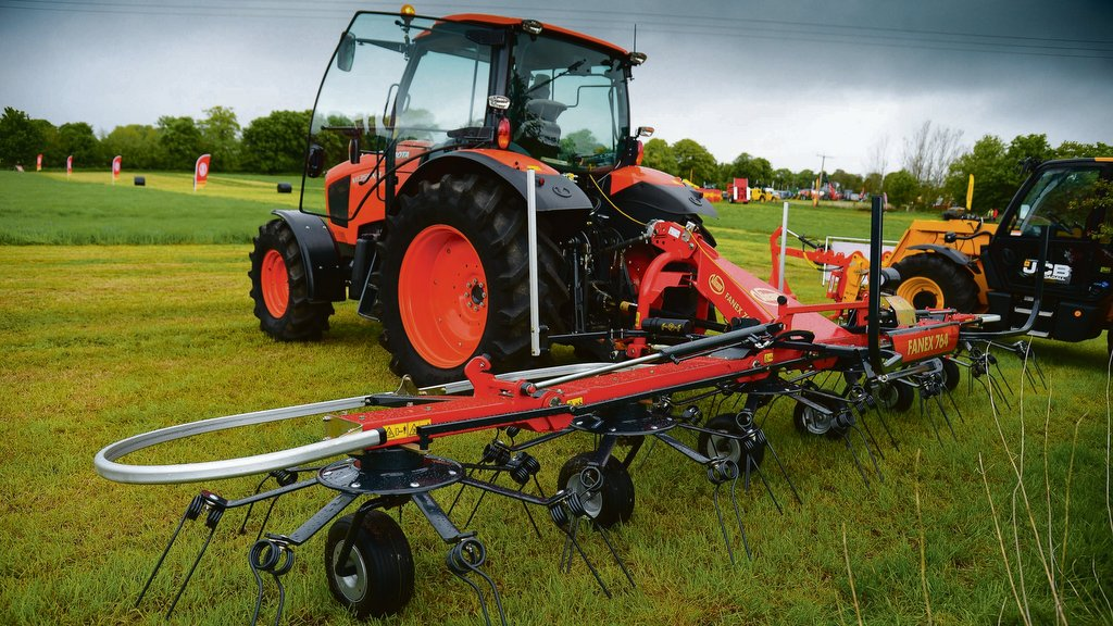 Vicon beefs up popular tedder