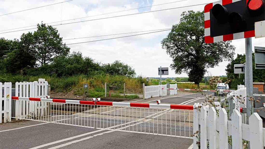 Increase in near-misses at level crossings prompts agricultural safety review