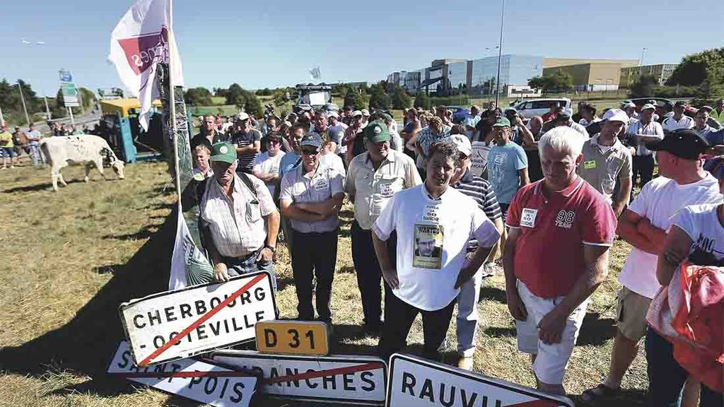 French dairy farmers call off protests after agreement reached