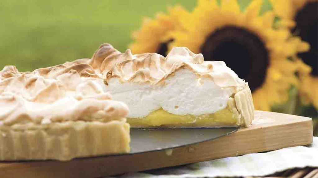 A retro sweet revival- Limoncello meringue pie