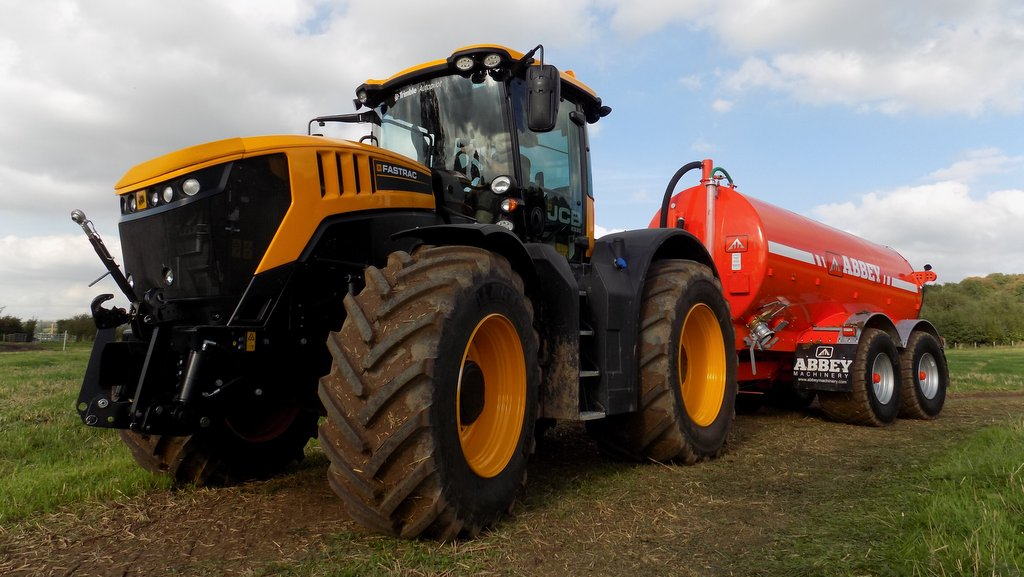 VIDEO: JCB launches new Fastrac 8000 series