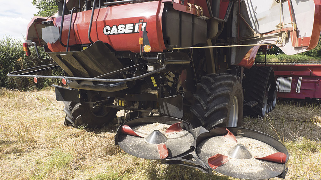 Hydraulic Chaff Spreader : On test case ih s series steps out of the