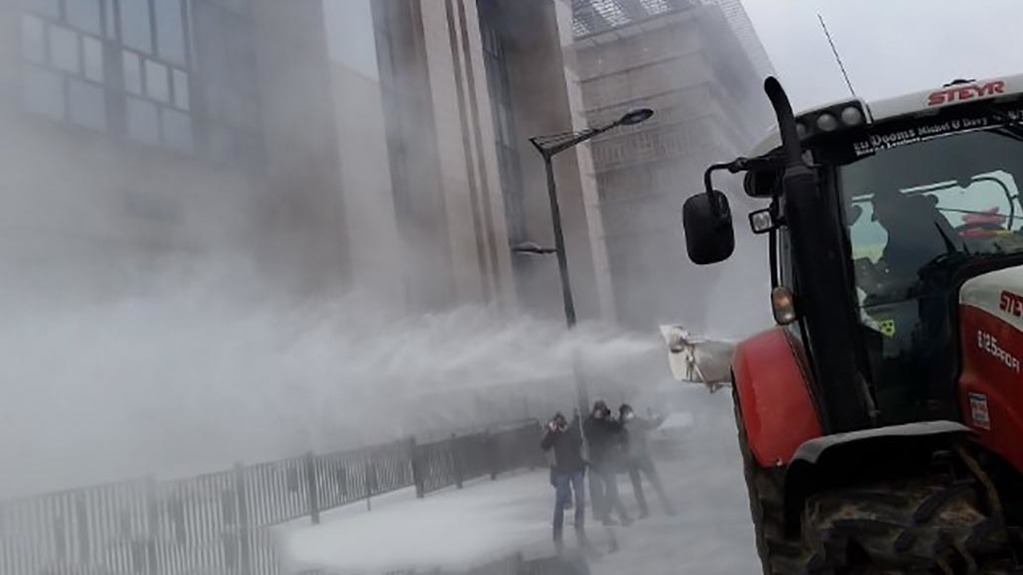 EU Council buildings sprayed with milk powder in protests