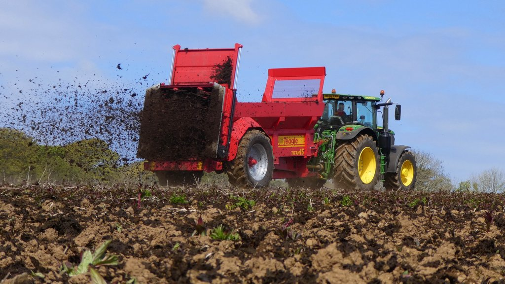 On-test: High capacity Teagle muck spreader