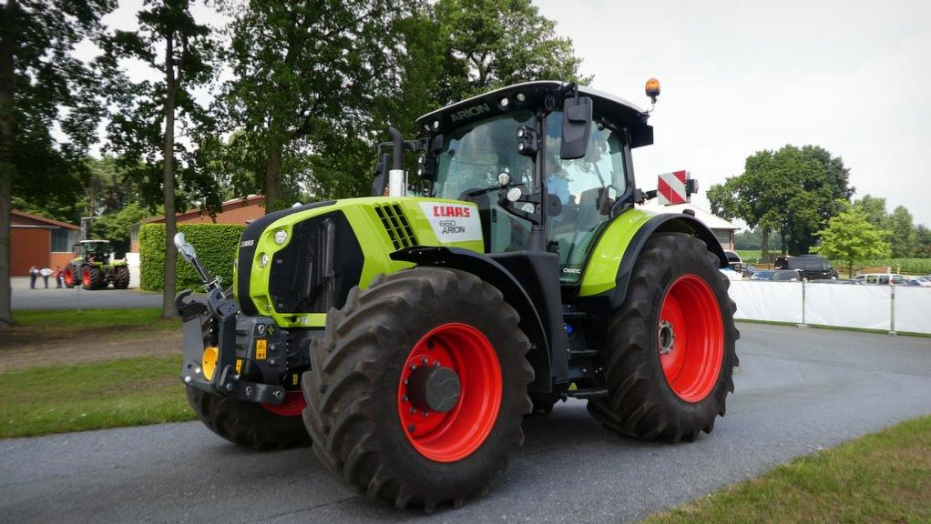 Updated Claas Arions to stick with John Deere engines