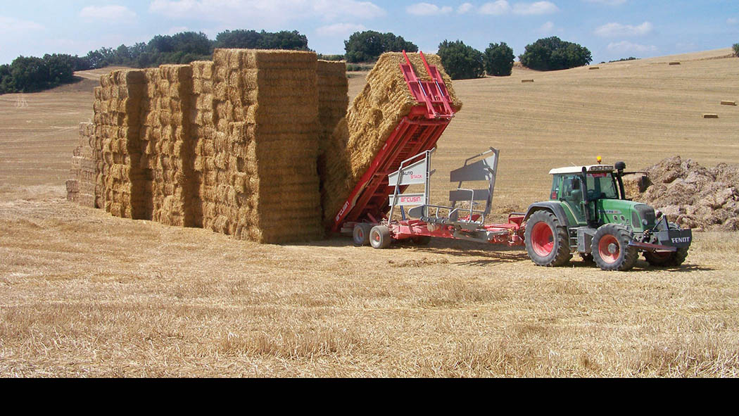 Minimising compaction when removing bales