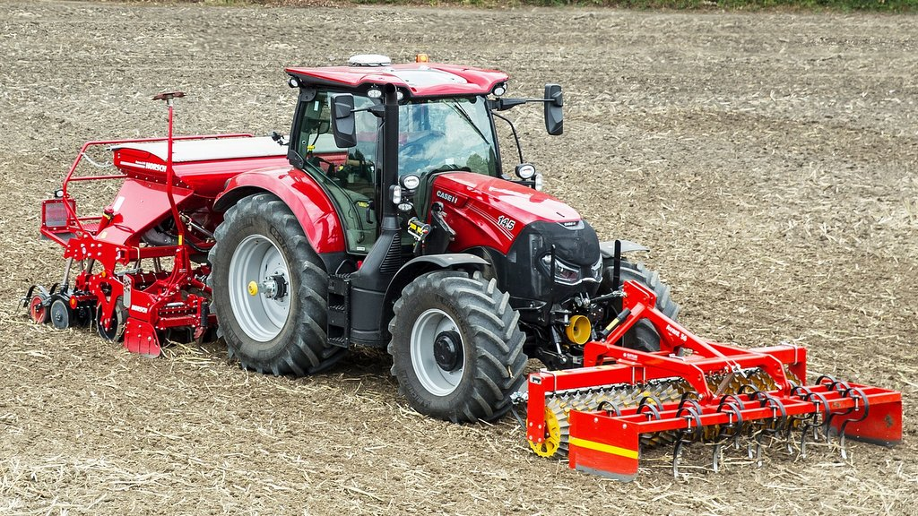 Case IH's Maxxum gets new 24 by 24 powershift option