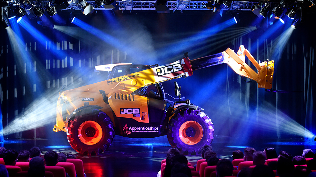 Farmers Guardian and JCB to auction bespoke loader in aid of two charities