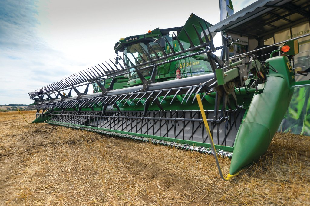 John Deere 170 P : John deere launches new flagship s series combine
