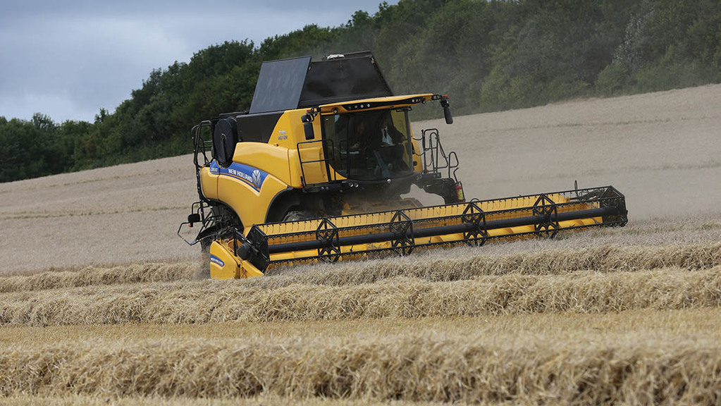 The CR8.80 is the highest powered narrow-body combine in New Holland's range.