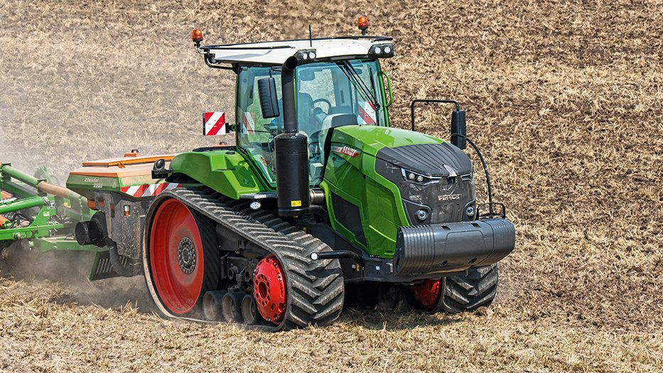 The Fendt 900 Vario MT tracked tractors will be on sale in November 2017.