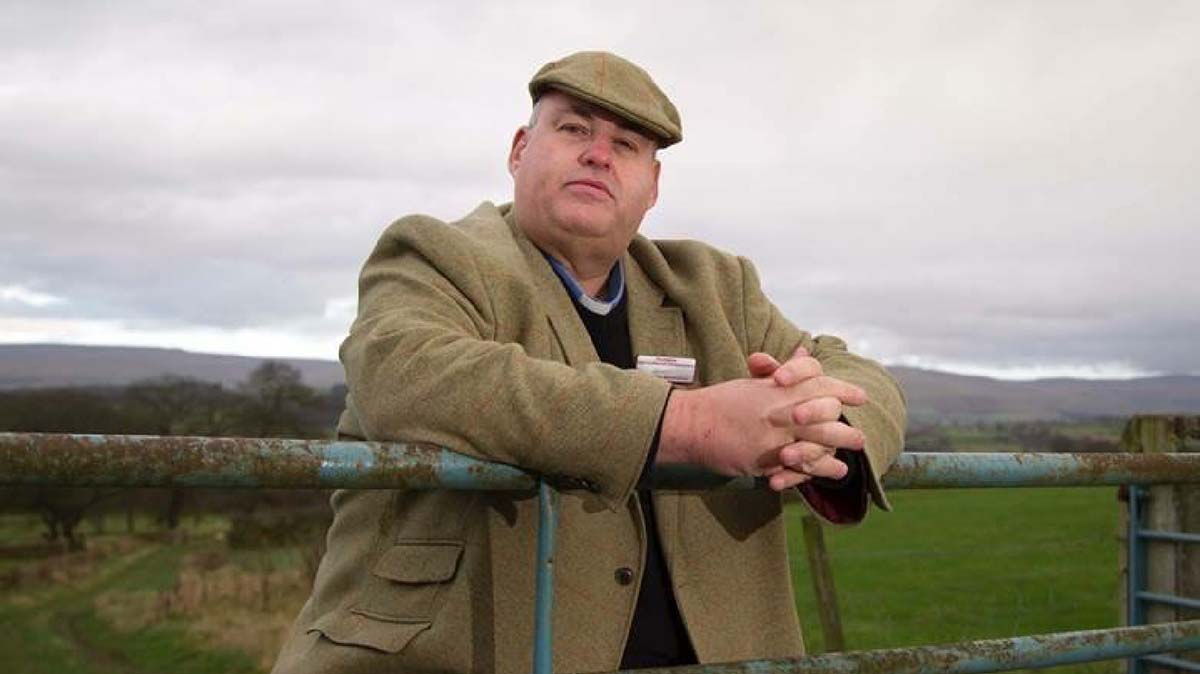 Minister takes on role at livestock mart to encourage farmers not to suffer in silence
