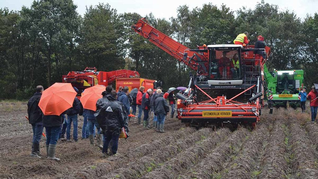 A major attraction of PotatoEurope is the possibility to see all the latest harvesters at work.