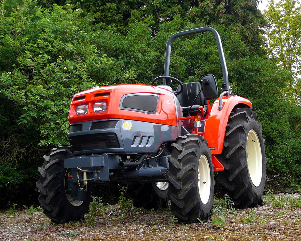 How to maintain small tractors