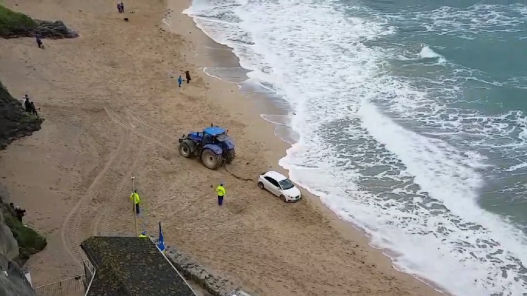 VIDEO: Elderly driver rescued by farmer after getting stuck on beach