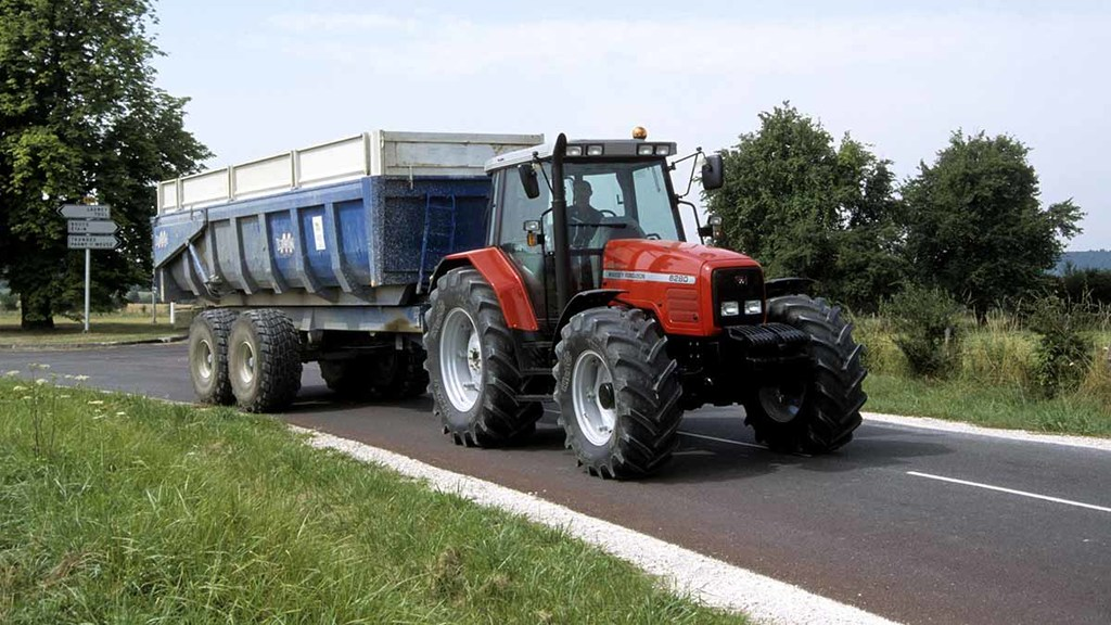 Farmers and tractor drivers defended after traffic tailback complaints