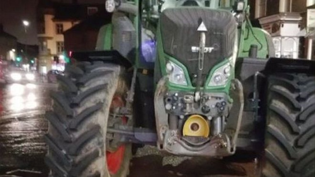 Hungry tractor driver arrested by police on drunk pizza hunt