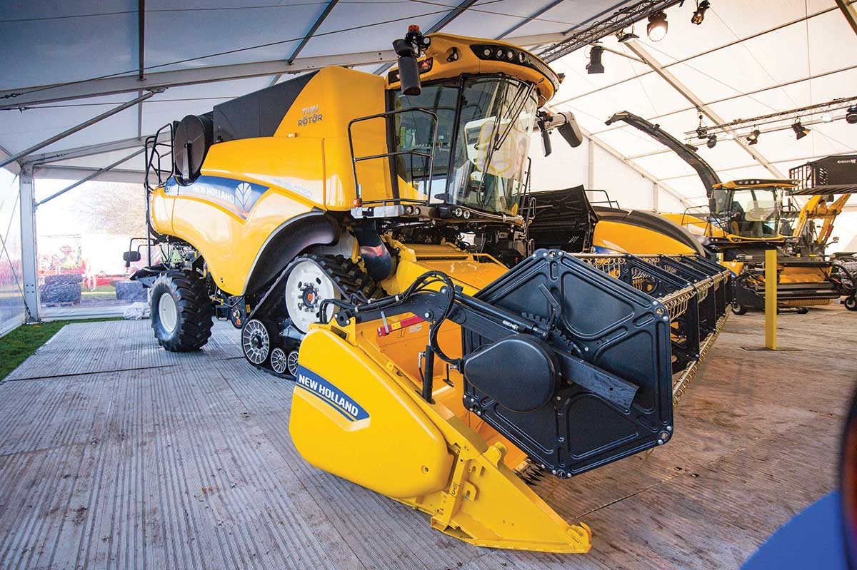 New Holland CR combines