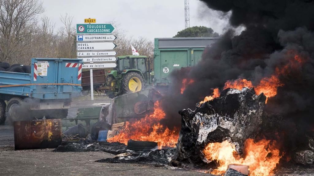 French farmers protest subsidy cuts